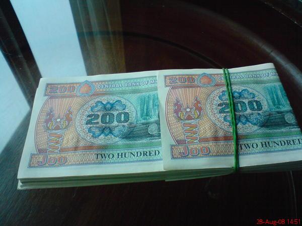 200元的緬幣, 結果比1000元的還大張!