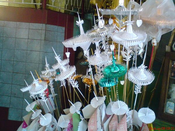 這是緬甸用來禮佛的物品