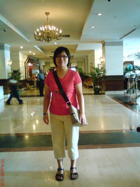 在緬甸進佛寺要穿過膝的褲或裙