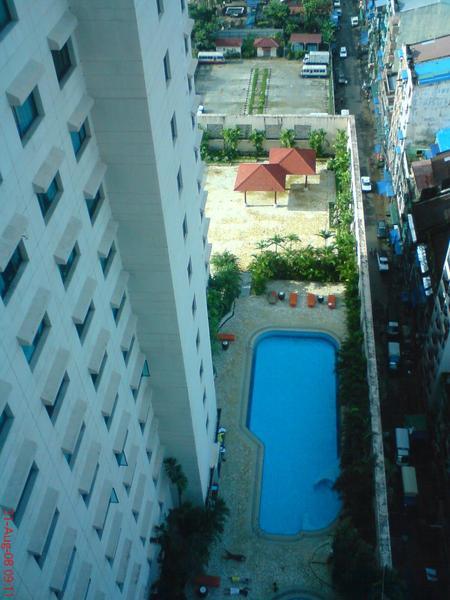 飯店的游泳池, 我去游了二次