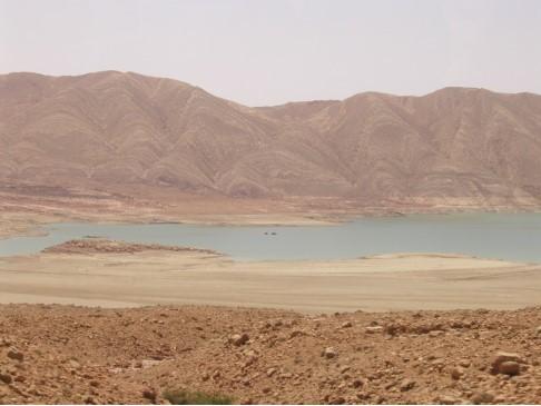 風景10-沙漠裡的水壩.jpg