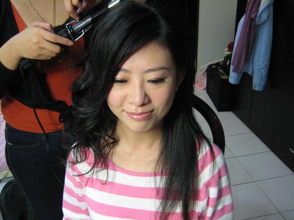 眼妝完成 開始頭髮造型.JPG