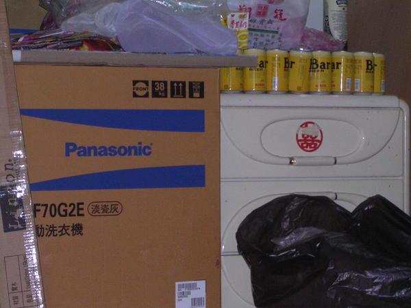多買的洗衣機和資源回收區