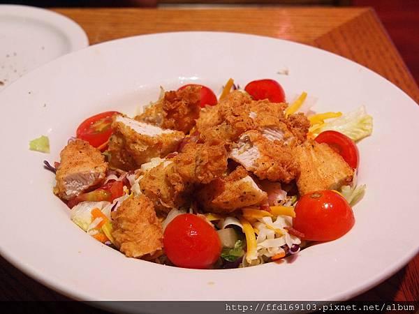 脆皮雞柳沙拉
