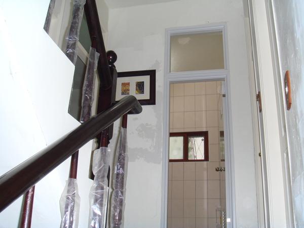 一樓往二樓樓梯間