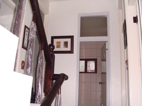 2樓樓梯間增加一些畫