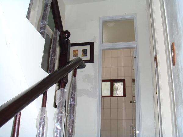 一樓與二樓樓梯間