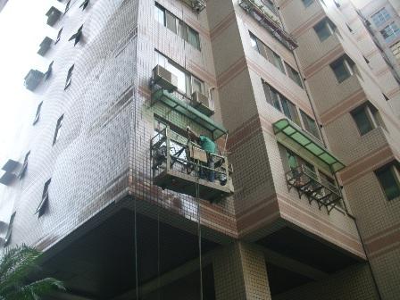 在建築施工中常有外牆滲水現象