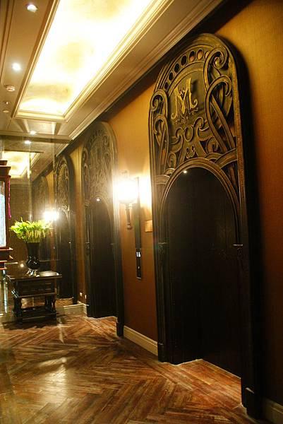 電梯也是精緻復古至極