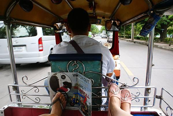 吃完午餐後立馬驅車前往Chatuchak週末市集