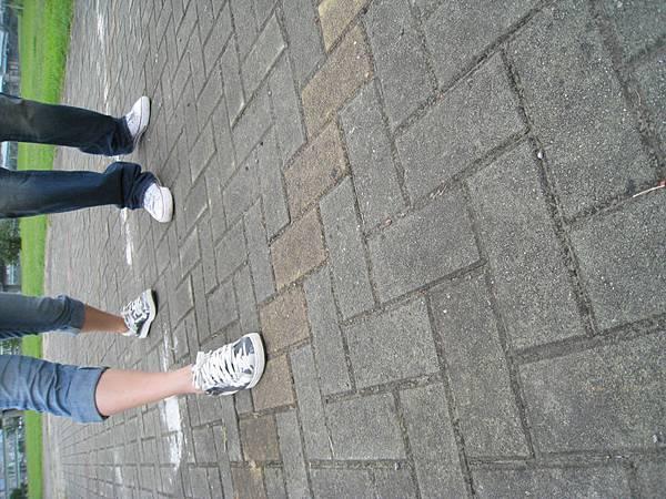 青春的腳印....我們踩在地上!!