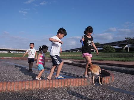 1021013大佳河濱公園遛狗14