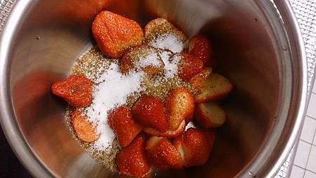 2014.01.06親自動手做草莓醬2