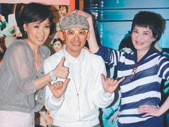 寶媽(左起)黃子佼、張小燕一同觀賞電影「愛到底」。