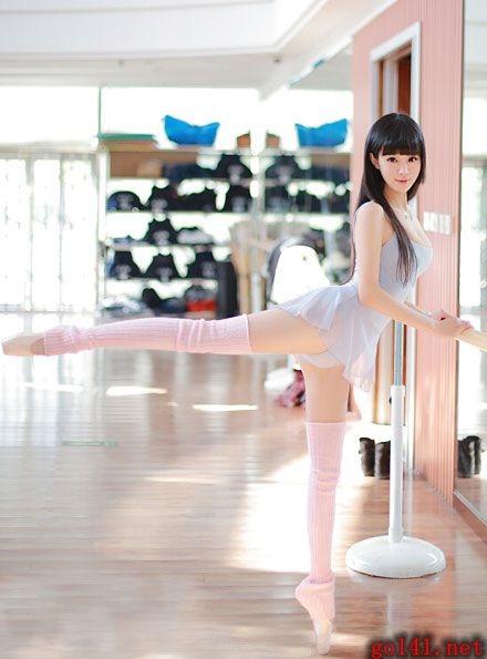 清新巨乳美女芭蕾舞姿6.jpg