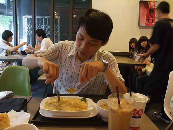 第1日午餐-1970香港故事-苦主有東西吃開心.jpg