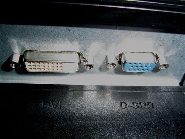DVI(支援HDCP哦)+D-SUB
