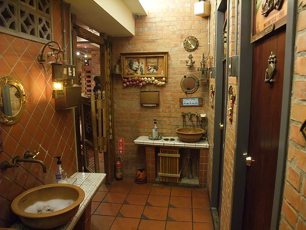第1日晚餐-南瓜屋-古色古香廁所2.jpg