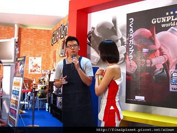 Gunpla EXPO 2011-密斯特喬教室-本人.jpg