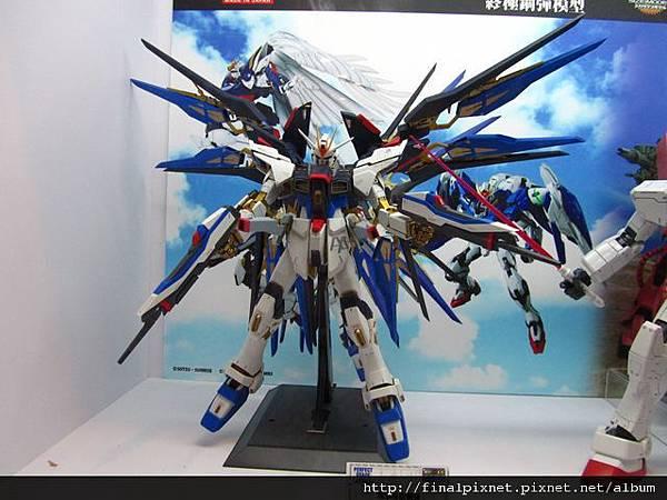 Gunpla EXPO 2011-場外-PG-攻擊自由.jpg