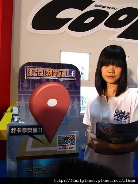 Gunpla EXPO 2011-會場-打卡正妹服務員.jpg