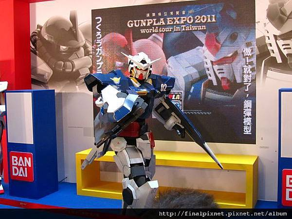 Gunpla EXPO 2011-會場-真人鋼彈.jpg