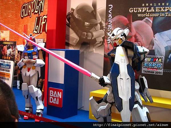 Gunpla EXPO 2011-會場-真人鋼彈-6.jpg