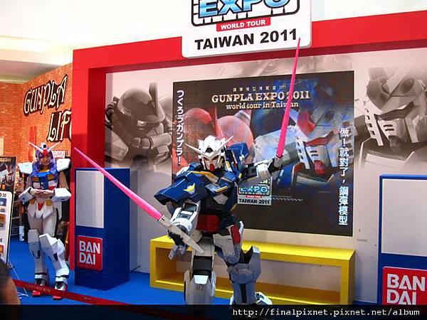Gunpla EXPO 2011-會場-真人鋼彈-7.jpg
