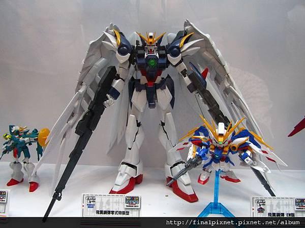 Gunpla EXPO 2011-鋼彈W系列-天使+BB飛翼.jpg