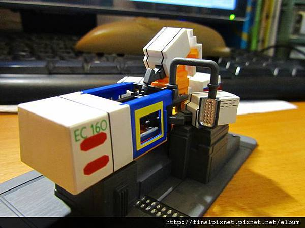 模型電動式4色射出成形機-完成品-1.jpg
