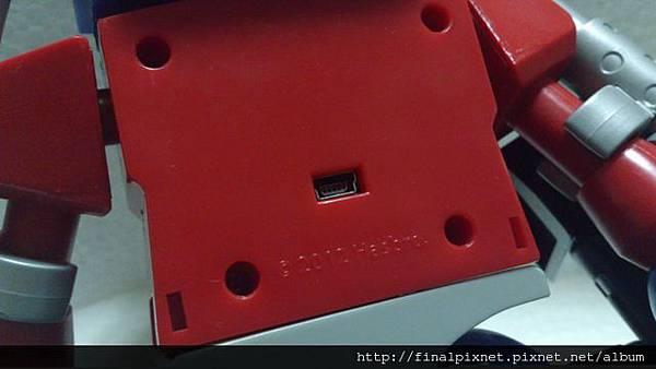 KRE-O 變形金剛-USB HUB柯博文-背面接線孔