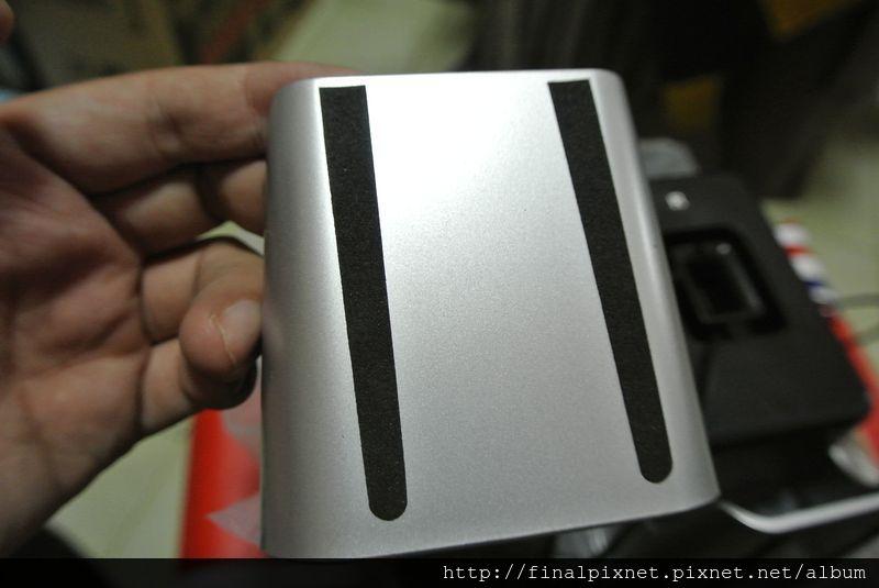 羅技 LS21 2.1聲道喇叭-單體2喇叭-底部_800x600