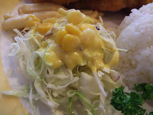 第1日午餐-1970香港故事-雞豬雙拚醬燒咖哩飯-沙拉.jpg