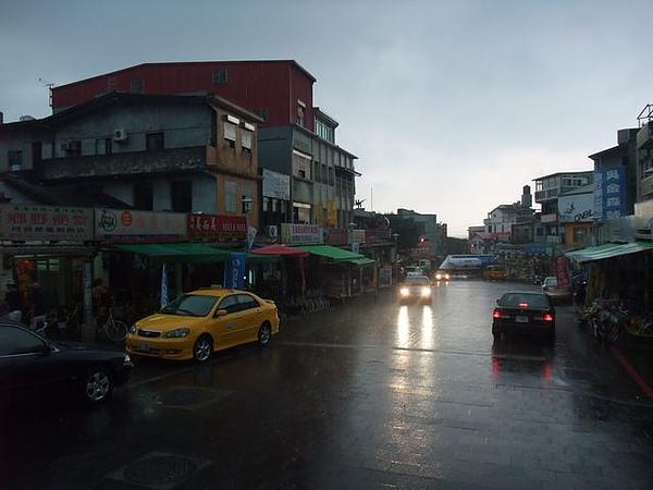 福隆火車站-下雨了.JPG