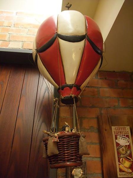 第1日晚餐-南瓜屋-店內擺飾-熱氣球.jpg
