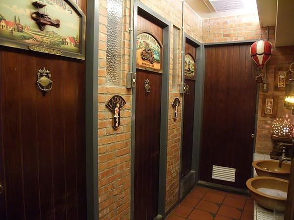 第1日晚餐-南瓜屋-古色古香廁所1.jpg
