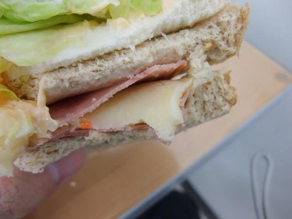 起司薯泥沙拉三明治-火腿夾著薯泥