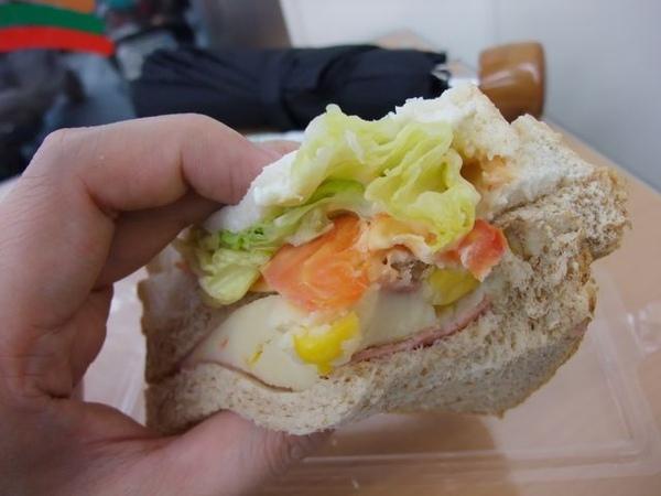 起司薯泥沙拉三明治-生菜、蕃茄等