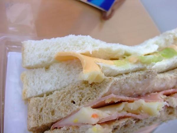 起司薯泥沙拉三明治-還有起士片