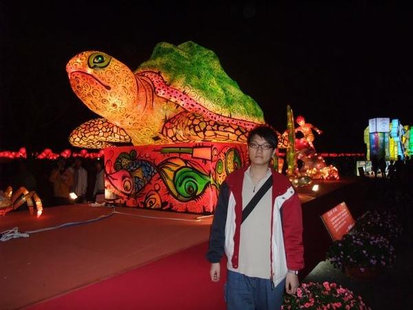 小弟我+大烏龜.JPG