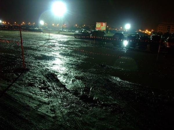 泥濘的停車場.JPG