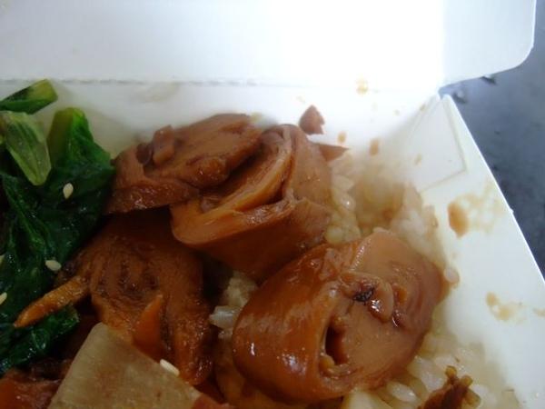香滷雞腿-麵腸.JPG