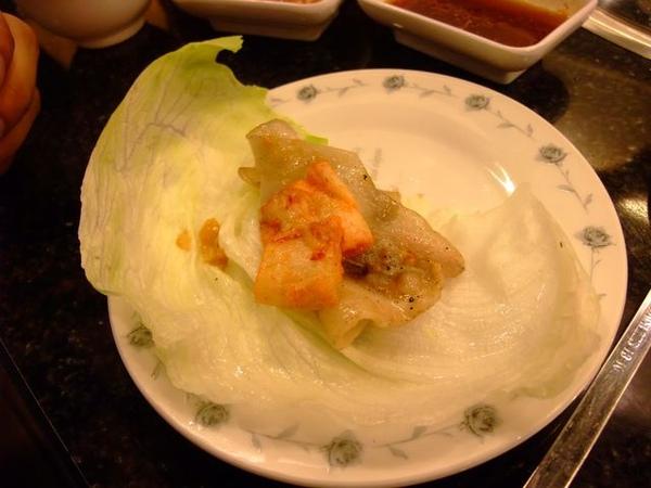 生菜夾肉+泡菜.JPG