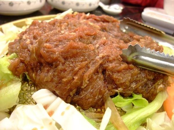 鍋盤烤肉鍋-肉很新鮮.JPG