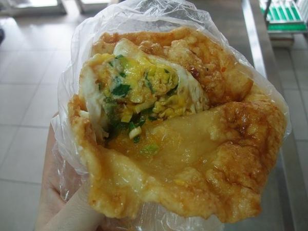 餅皮+蔥蛋與醬汁散發出好吃的光澤.JPG