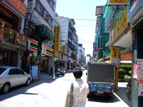 林口老街-孤寂的背影.JPG
