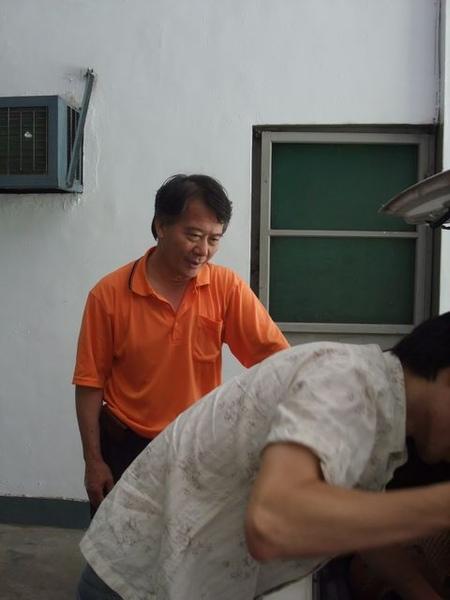 林口酒廠-這位先生真的很熱心呢.JPG