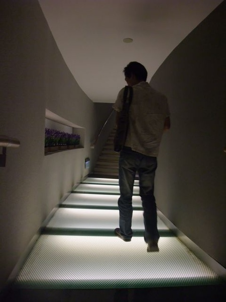 台塑文化紀念館-祈哥與樓梯.JPG