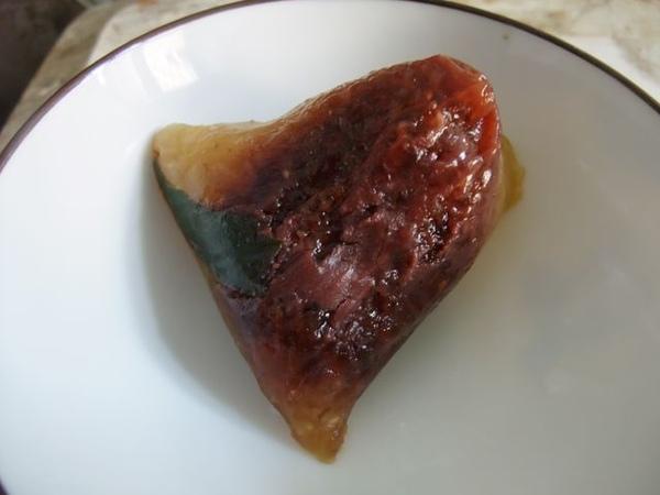 鹼粽-特製的滿是紅豆.JPG