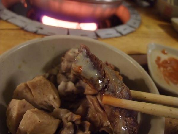 沾上醬汁的誘人羊肉.JPG